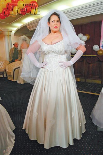 Вывалилась сиська на свадьбе видео