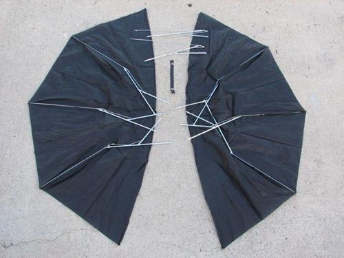 Як збацать гарный костюм Бэтмана из старого зонтика.