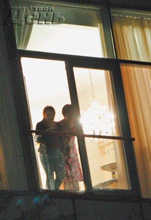 Сосед ебет через окна поглядые голая фотки знаменитостей