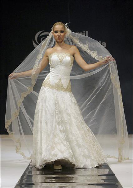 http://for-ua.com/files/11_2006/dress-003.jpg