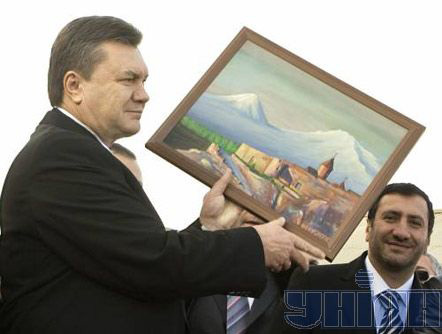 Житомир.info | Как Януковича в Армении встречали (ФОТО): http://www.zhitomir.info/news_32018.html