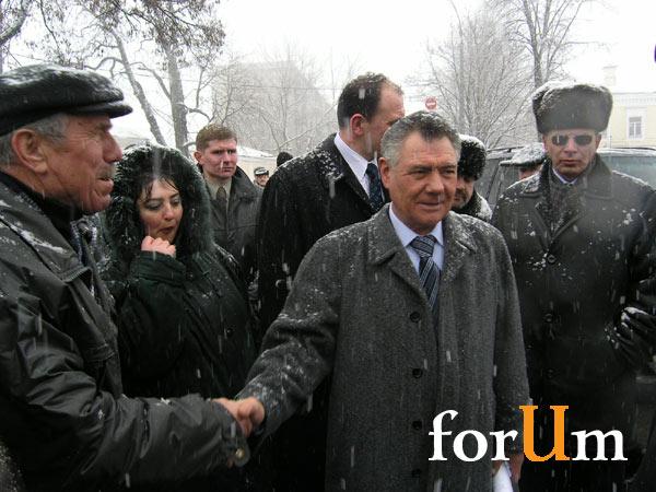 Возложение цветов к памятнику Воинам-интернационалистам