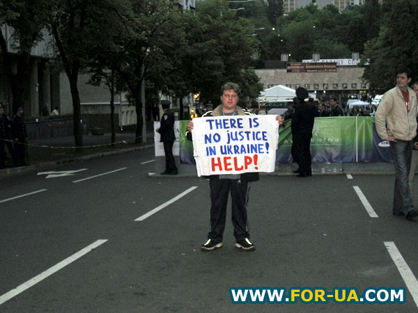 Пикет оппозиции под Дворцом спорта