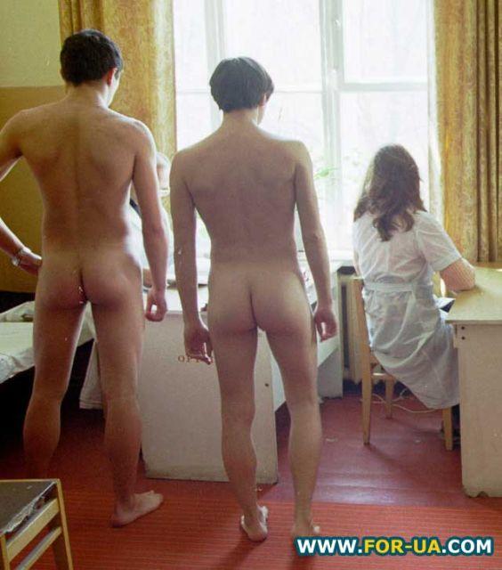 russkoe-porno-video-zhenshin-s-molodimi-parnyami