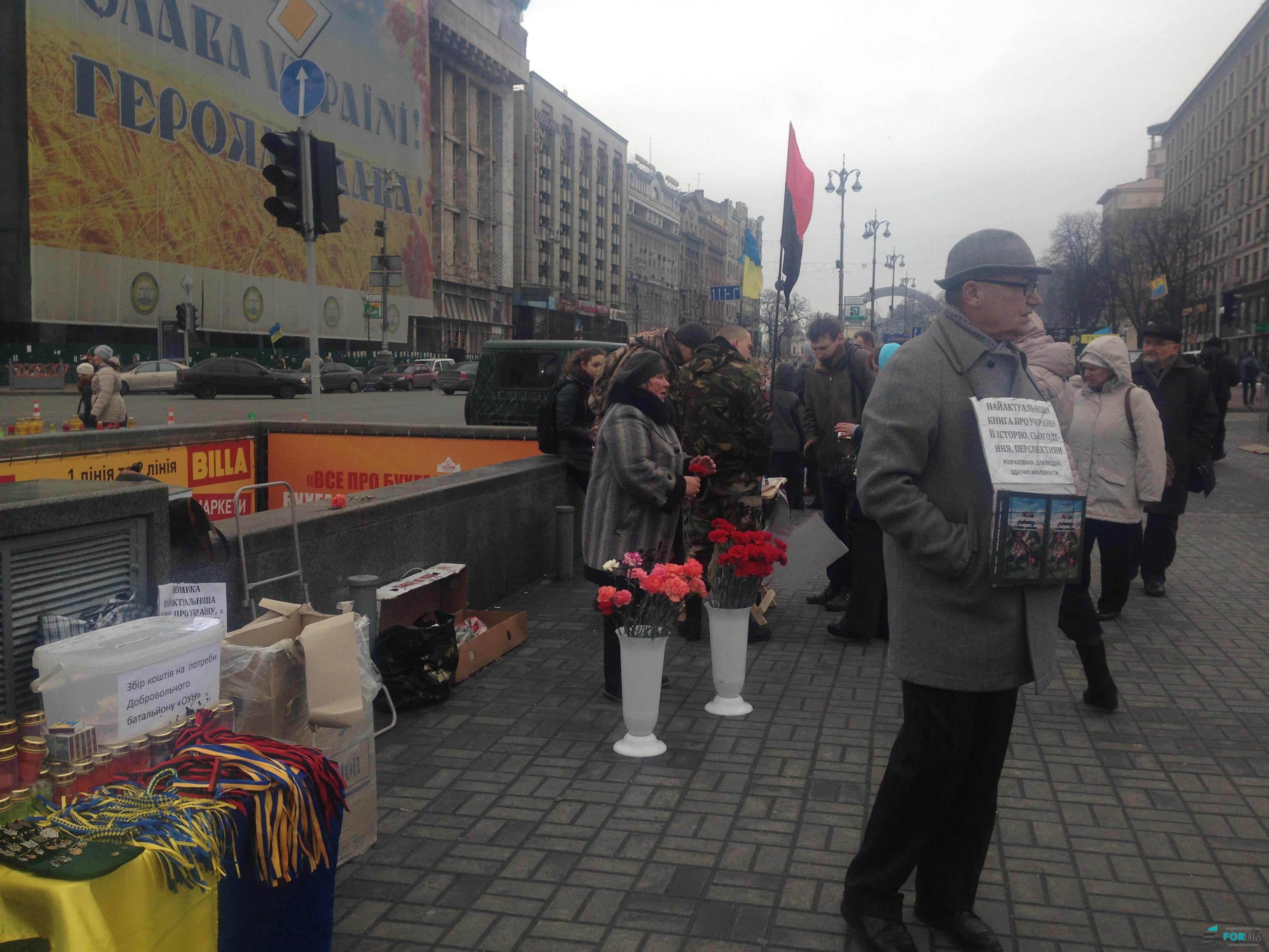 На Майдане развесили бумажных ангелов в память о Небесной сотне