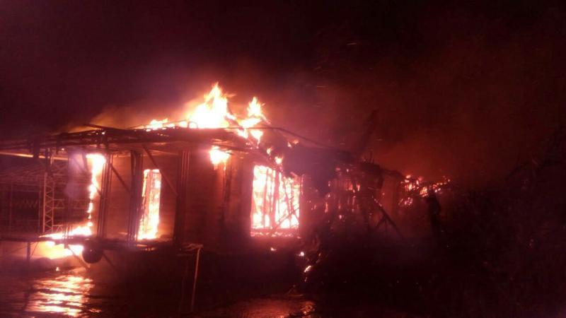 В Киеве на набережной сгорел ресторан