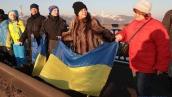 Ко Дню Соборности на столичном мосту Патона создали «живую цепь»