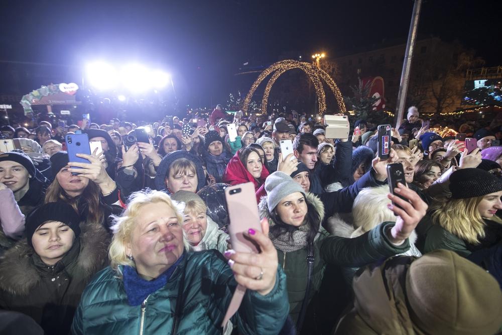 В Киеве зажгли главную елку страны