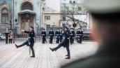 Церемония смены почетного караула у здания Рады