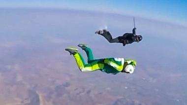 Американец прыгнул с высоты 7600 метров без парашюта