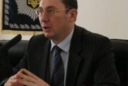 Ukrainians to get new passport form in 2006