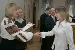First Lady of Ukraine presents Ostrog Academy students with awards