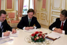 Savings Bank and Ukreximbank sign agreement