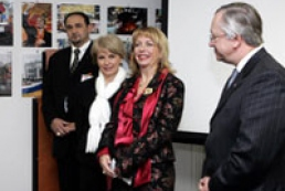 First Lady of Ukraine opened photo exhibition in France