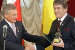 Aleksander Kwasniewski awarded Yushchenko in return