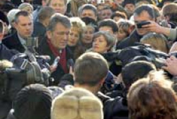 The President of Ukraine visits souvenir market