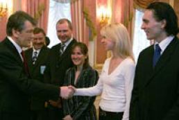 President awards Olympic winners