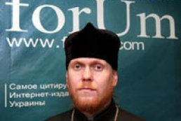 What does make a division between Kyiv and Moscow Patriarchies?