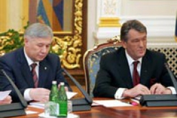 Ukraine's President listened to the report of Yekhanurov