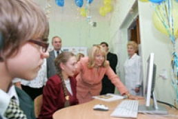 Kateryna Yushchenko gifts a computer class room for disabled kids