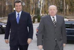 Ukraine's and Russia's Prime Ministers holding a meeting