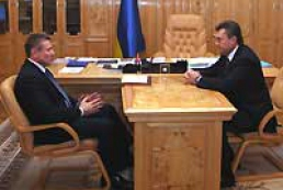 Viktor Yanukovych and Serhiy Bubka discuss preparation of the Ukrainian sportsmen for the Olympic Games