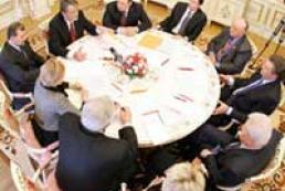 Ukrainian leaders bid to resolve crisis