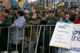 Coalition supporters approach Secretariat