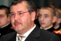 Hrytsenko asks Yanukovych to submit to decree