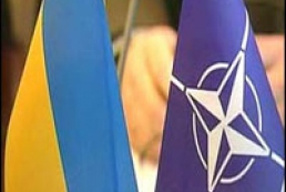 NATO: Ukraine must solve crisis itself