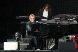 Elton John's concert of was attended by 200 thousand people