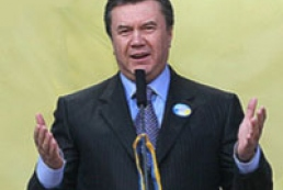 Viktor Yanukovych is on his election trip