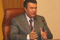 Yanukovych calls to clean Black and Azov Seas