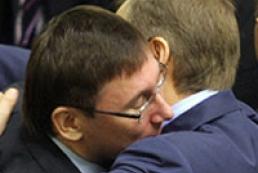 How People's deputies blocked podium and congratulated Lutsenko (photo)