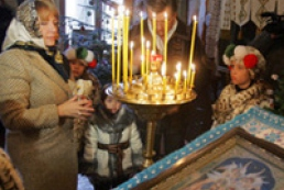 Yushchenko with family attended Christmas service (photo)