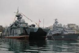 Russian base in Crimea increasing salary, pension debts