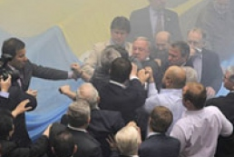 Ukrainian MPs come to blows over opposition leader probe
