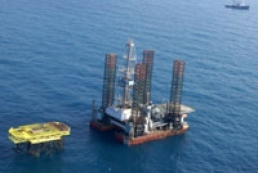 Gas leaking on drilling rig in Azov Sea