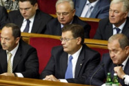 Azarov brought ministers in the parliament