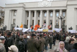 Chernobyl organizations protesting in front of Cabinet