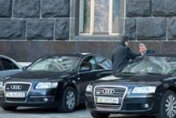 Azarov ordered ministers to get rid of extra cars