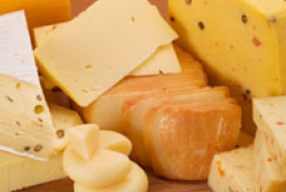 Russia threatens to ban Ukrainian cheese import