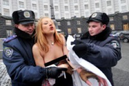 Ukraine's topless protesters face imprisonement for flag abuse