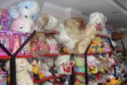 Ukrainian consumers' right protection service warns parents against buying toys at markets