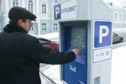 PM Azarov allows drivers not to pay parking attendants
