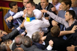 Discussions on language issue in the palriament turned into a fight