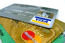 Official: Ukrainians widely use payment cards