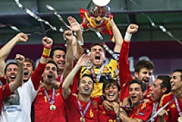 Platini gave Euro 2012 Cup to Spain national team