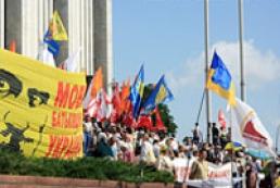 Ukrainian House employees splash water on hunger strikers to make them go away