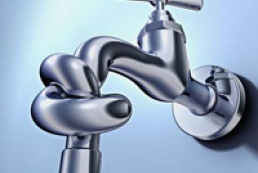 Azarov slams officials for the lack of hot water supplies in Kyiv